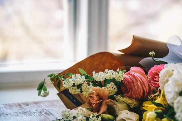 Wat zijn geschikte rouwbloemen?